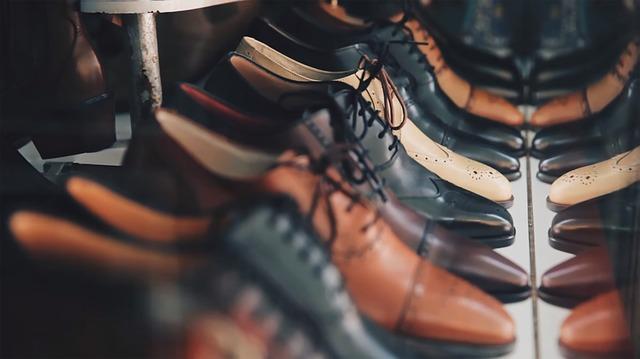並んだ革靴